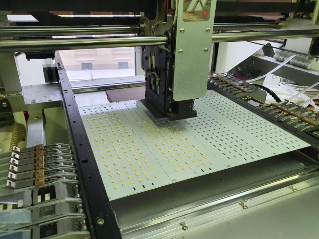 автоматический монтаж печатных плат